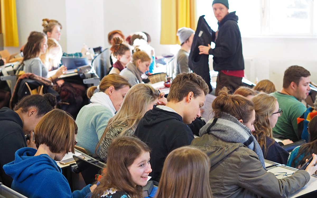 Studierende an der KHSB